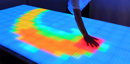 המודול של Sensacell - חומר גלם אינטראקטיבי למעצבים