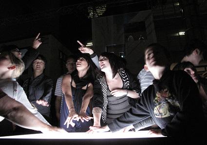 חזית הבית האינטראקטיבית של קואופרטיב YesYesNo באוקלנד