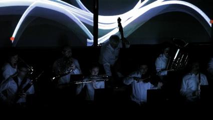 מתוך המופע של תזמורת מדורי הלב בהלסינקי