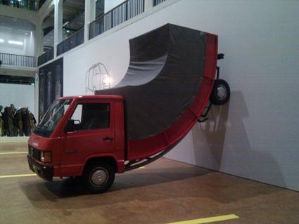 המשאית שעושה גם רוורס ב-ZKM